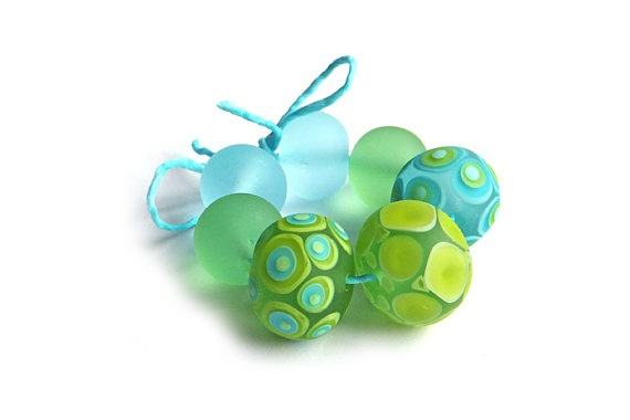 Gorgeous set of aqua and lime etched lampwork beads.  https://www.etsy.com/listing/100796889/aqua-and-lime-lampwork-glass-bead-set-of -7 NZ$55 #lampwork #beads #aqua #lime