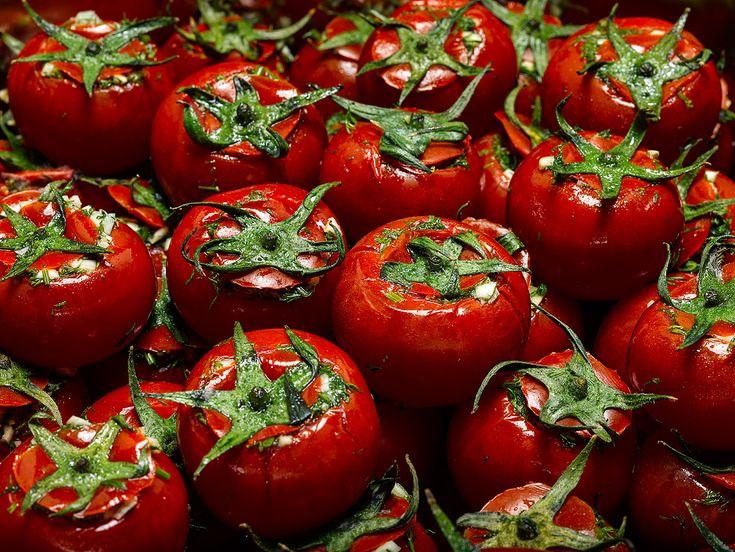 Малосольные огурцы и помидоры