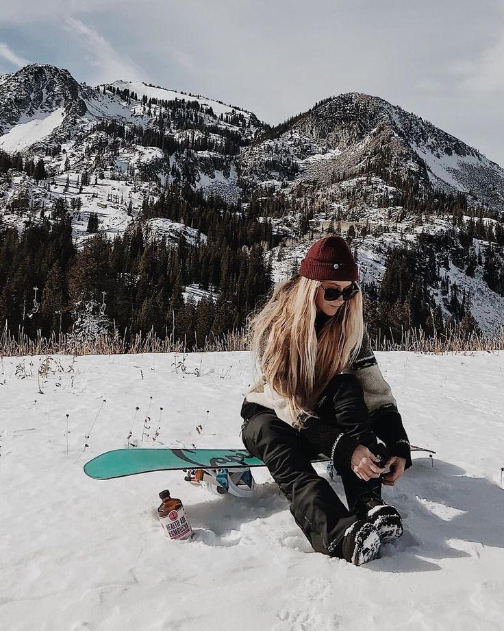 Девушка на сноуборде картинка