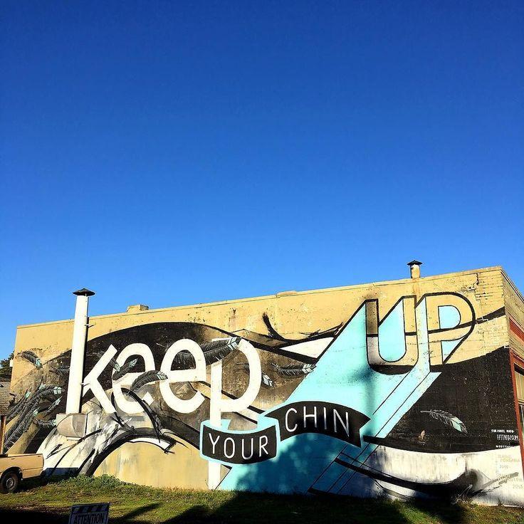 Keep Your Chin up (2013)  Blaine Fontana @blainefontana  Zach Yarrington @zachumz &  Jun Inoue @hellomynameisjun  Forest From The Trees @ffttnw  NE 21st & Alberta Portland  Portland a une multitude de peintures murales la ville permet aux artistes de demander des permis pour pouvoir décorer des murs vides de la ville. Plusieurs associations aident les artistes à décrocher ces permis qui leur permet aussi d'avoir leur travail plus ou moins protégés.  Je vous fait découvrir les fresques que…