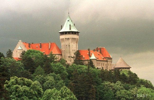 Obdivujte kopce Malých Karpát zo Smolenického zámku