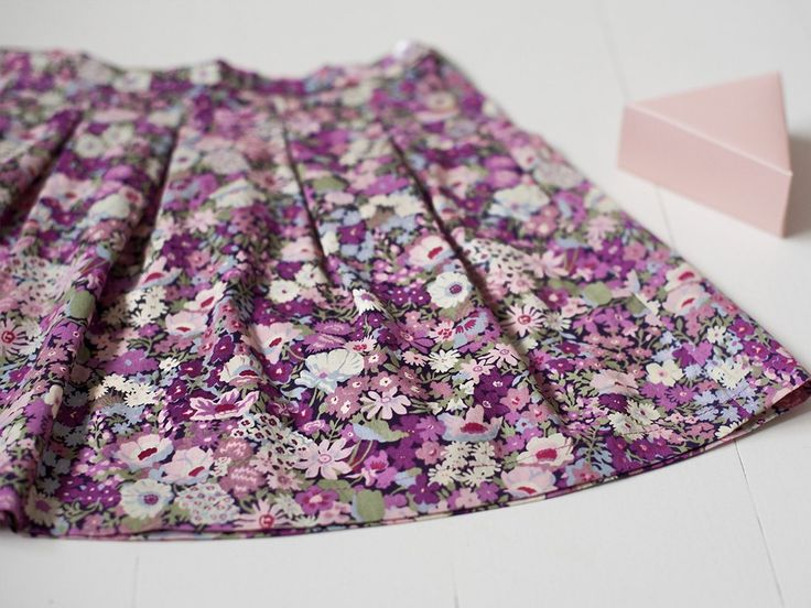 Liberty Print side buttoned skirt with a beautiful floral print.Simply timeless, sophisticated and poetic, with a touch of spring nostalgie...  ju-inspiration.com
