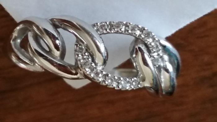 Ring van 18 kt goud met diamanten  18 kt wit gouden ring - 12 kleine witte ronde diamanten.Diameter: 1 mm. ik-SI.Maat 54.Gewicht: 380 g.Hallmark.Als nieuw.Verzonden via Colissimo.  EUR 60.00  Meer informatie