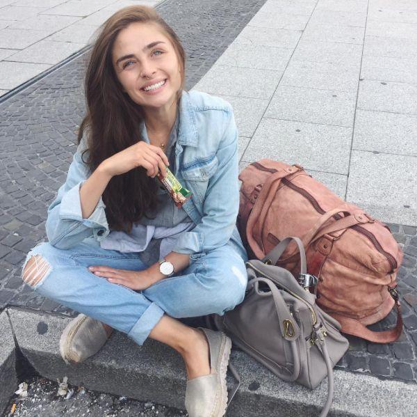 Matiamu by Sofia wearing  REPLAY Slippers.  Check out Slippers here: https://www.zalando.de/replay-nesia-espadrilles-gold-re311e00b-f11.html #replay #replaygermany #replayjeans  #matiamubysofia