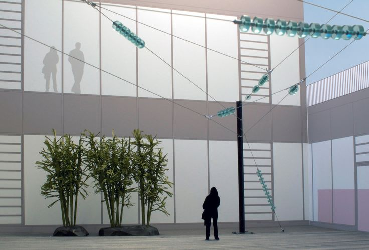 """Lichtreflektionen, Glasisolatoren und Pylone: Die Installation """"Entire"""" von Natalia Stachon ging als Siegerentwurf aus einem unter vier Künstlern ausgelobten Wettbewerb …"""