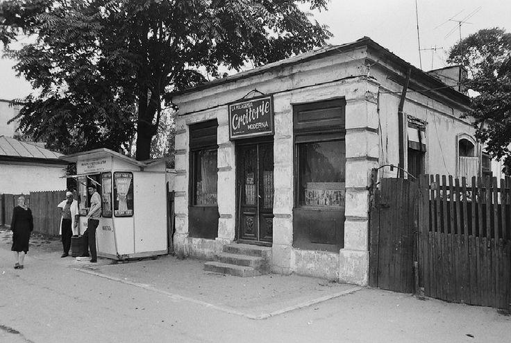 """Calea Rahovei, 1978.   Atelierul de croitorie """"La Malagamba"""" se găsea la nr. 363 pe Calea Rahovei, între străzile Sublocotenent Popa și Pecineagă."""