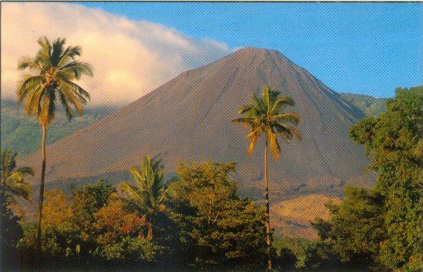 the volcano in Parque Nacional Cerro Verde...