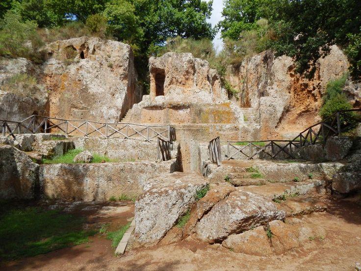 Parco Archeologico Città del Tufo - Sovana - escursione nel regno dei morti degli Etruschi