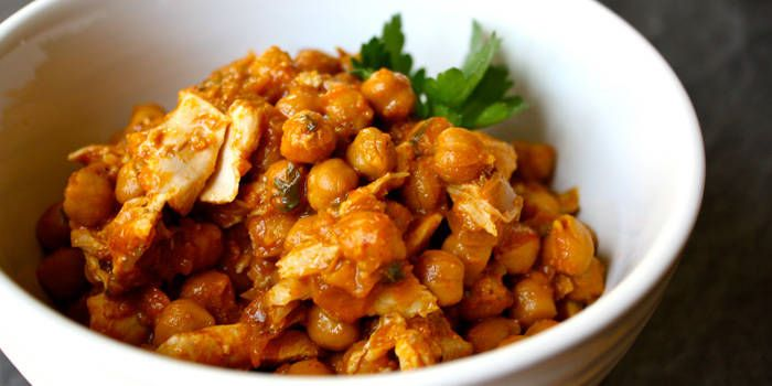 Chick-Pea-Curry: This protein-rich chicken curry with chickpeas dish is richly spiced. For a milder (or hotter) version, adjust the amount of chili powder to your taste. #Chick #Pea #Curry #P90X #P90X2 #P90X3 #BodyBeast #21Day