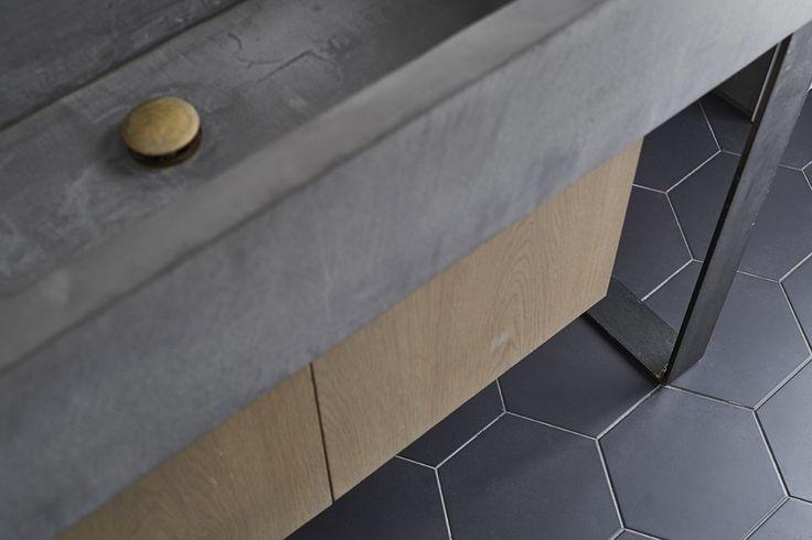 Custom-made sink. Concrete countertop, oak cabinet doors. Designed by Sander Forbes Rolfsen
