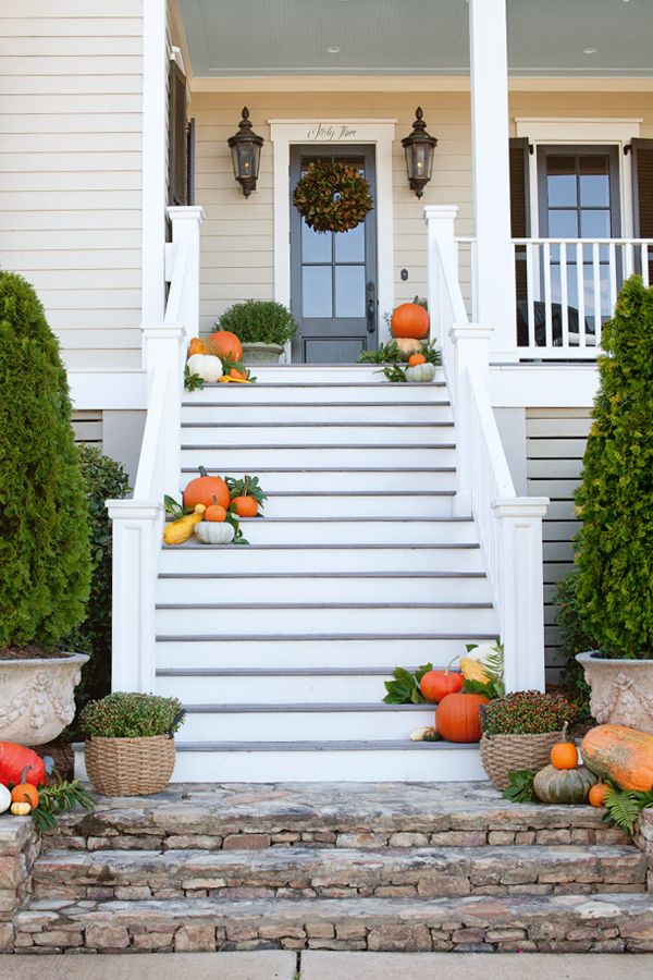 Sometimes less is more - love the look of pumpkins scattered on the stairs for an autumnal aesthetic.