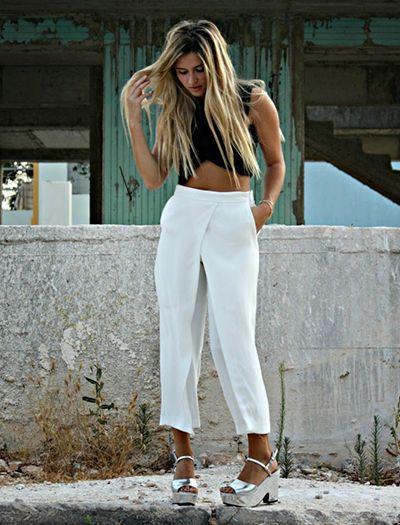 Para as cidades de clima mais quente, unir um top cropped à pantalona curta resulta num look descontraído e elegante. | looks inspiração