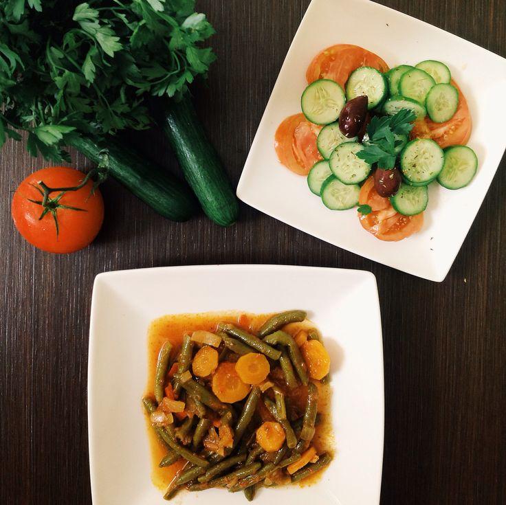 Μεσογειακή διατροφή! Tρίπτυχο: ισσοροπία, μέτρο, ποικιλία Τα λαδερά είναι ένας καλός τρόπος να εντάξουμε τα λαχανικά στη διατροφή μας. Τα φασολάκια έχουν υψηλή περιεκτηκότητα σε φυτικές ίνες και μειώνουν την απορρόφηση των λιπαρών οξεών.     Mediterranean diet! Triptych : equilibrium , measure, variety Go veggie today! Beans are high in fiber and reduce the absorption of fatty acids .