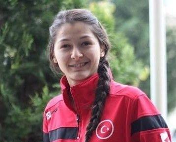 Sandıklı'nın ilk kadın milli futbolcusu