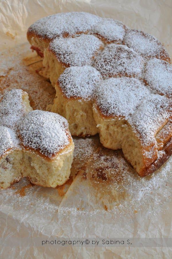 """""""Buchteln"""" dolcetti di pasta lievitata ripieni di marmellata di albicocche"""