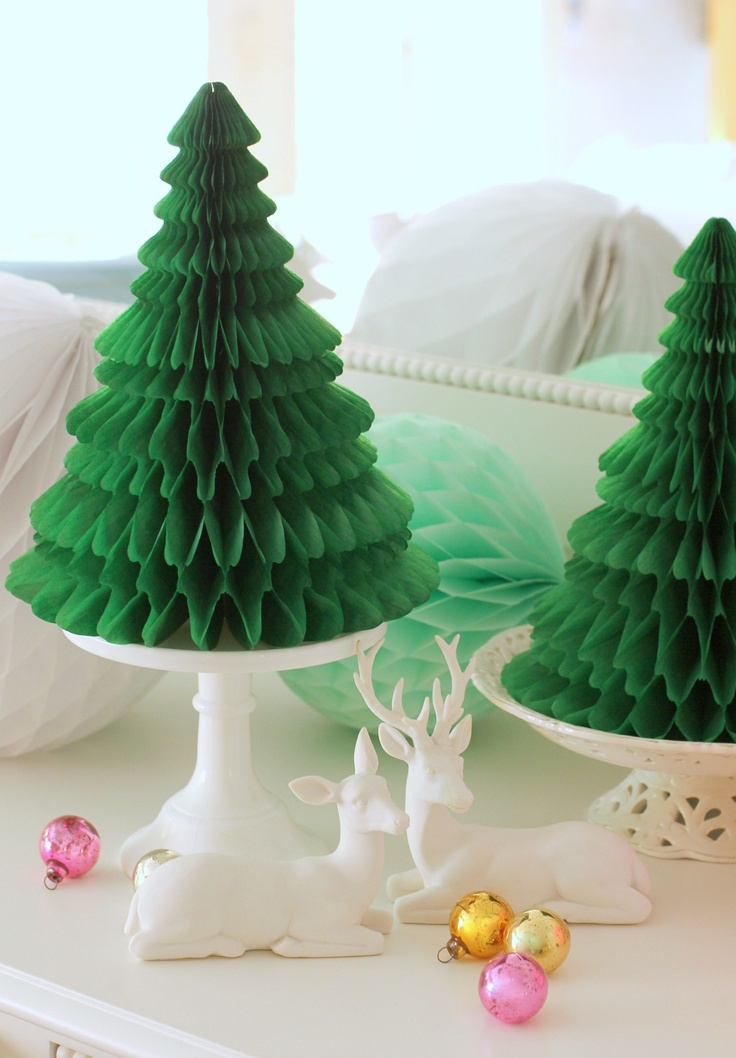 Christmas is coming... love these green paper honeycomb trees. will have a go with ours creativitycrafts.co.uk