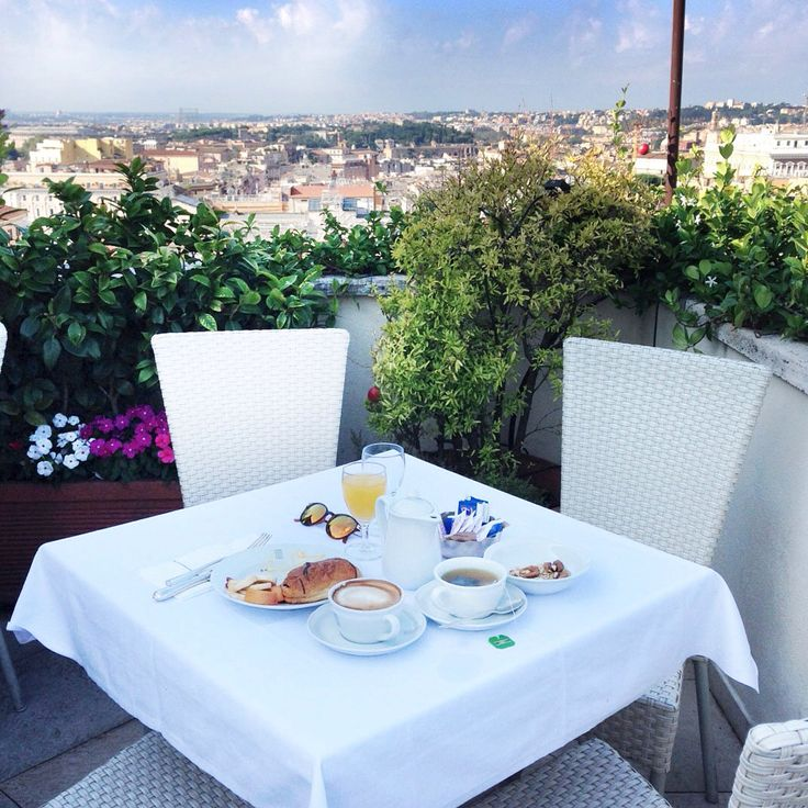 Breakfast time in #Rome at Roof Garden Bar. Best view and food is absoluytely delicious