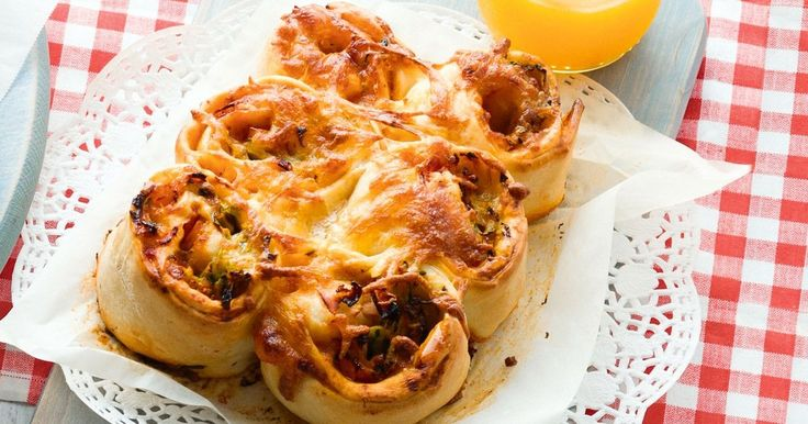 Please every member of the family with our 2-in-1 meals! These kid-friendly ham and mushroom pizza scrolls are designed to be prepared alongside our adult-friendly mixed mushroom, garlic and chilli pizza (see related recipe).