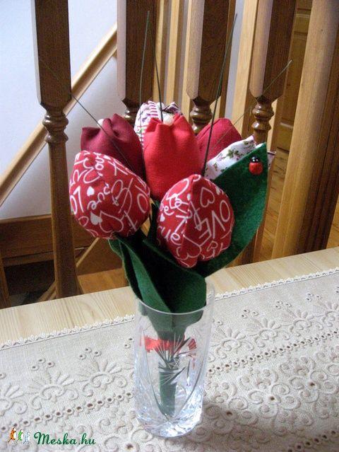 Meska - Tulipán csokor textilből - piros eszterszemek kézművestől