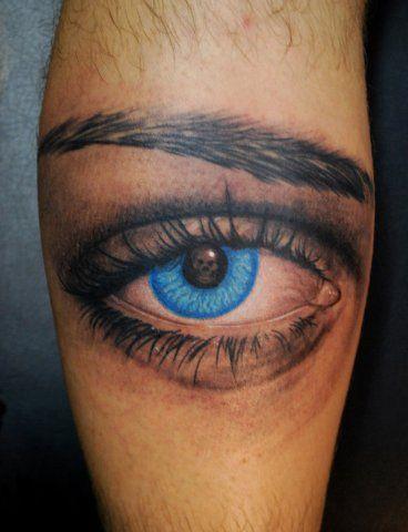 Bruno Gagliasso tatuou um olho azul na panturrilha esquerda, o próprio ator disse ser uma homenagem a uma mulher muito especial (sua esposa, também atriz Giovanna ewbank).