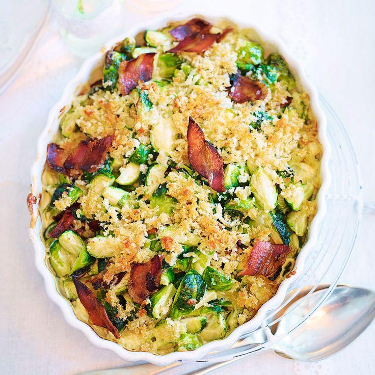 Om någon skulle vara skeptisk till brysselkål – bjud på det här! Krämig brysselkålsgratäng med gruyèreost och bacon. Mums!