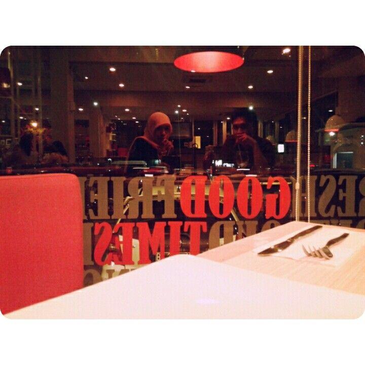 @Pizza Hut makan dl sebelum pulang ke cibubur
