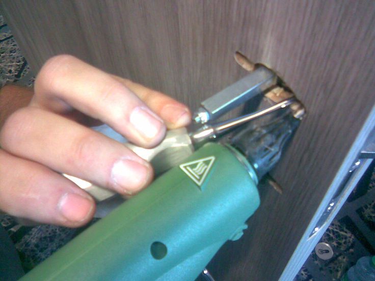 Oprava špatně navrtané díry pro kování dveří - Lepení a tmelení špatně navrtané díry, #oprava, #dveře, #zárubně, #obložky, #repair, #Instandsetzung, #Reparatur