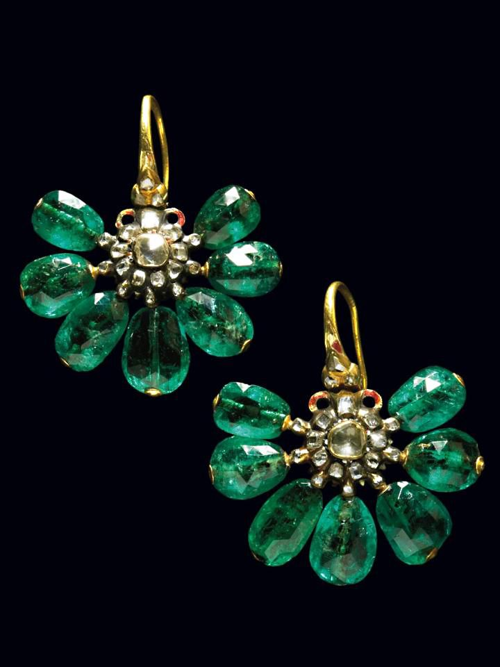 Seventeenth century Ottoman emerald earrings, Pair of very rare enameled gold earrings with emeralds and small diamonds. Ottoman ca 1690 see for very similar example exhibited in the Top Kapi museum Istanbul. The enameled disc around the central rose cut diamond is damaged, and not restored.