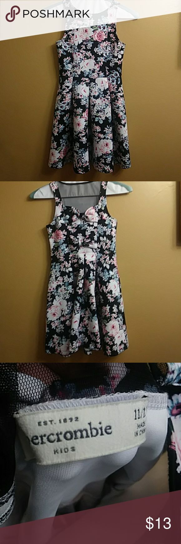 """💞Abercrombie Dress💞 Black with floral print and large pleats.  Screen netting and bows accents the back.  Lovely dress for a lovely girl!!  Measures 16"""" from waist to bottom hem.  In EXCELLENT condition!!  Smokefree home!!  Size 11/12.👍BUNDLE OFFERS👍 Abercombie Kids Dresses"""