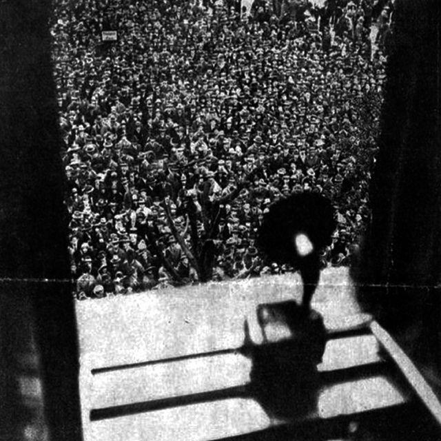 Foto del Diario Vossische Zeitung que inspiró el Cartapacio que profesores de la Bauhaus hicieron para Walter Gropius. | Bauhaus... Un regalo para Gropius en el blog del Observatorio Español del Diseño.