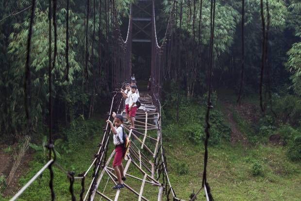 Lagi-lagi, Berjuang Menuju Sekolah di Banten