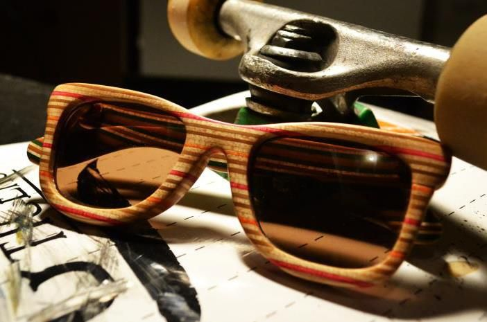 Skeate recycling, glasses made of used skeateboards (idea and design by Jon'a Winfrey'a i Ryan'a Vecchiarelli)