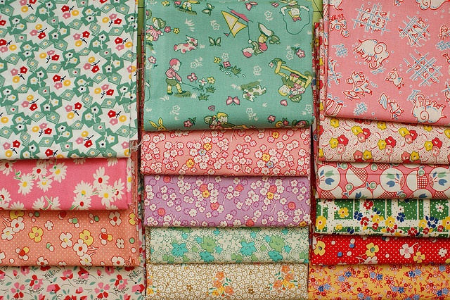 1930s retro fabric. I'm gonna make a quilt with fabric like this after Laura's wedding! =)