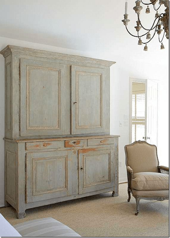 When I think of Belgian-style interiors, muddy grays usually come to mind. I love the look, but am finding that lately I'm drawn to interiors with a little color. Faded blues and greens are m…