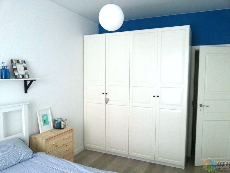 Синяя спальня, белый шкаф в спальне