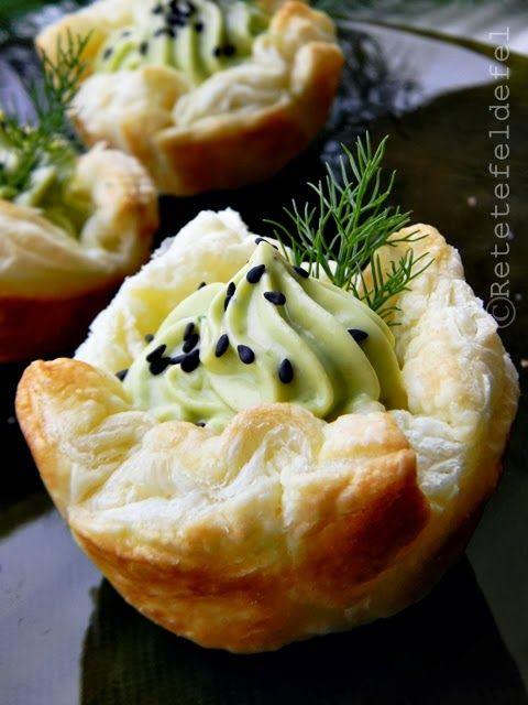 http://iulianaflorentina.blogspot.it/2014/02/cosulete-aperitiv-cu-crema-de-branza-si.html