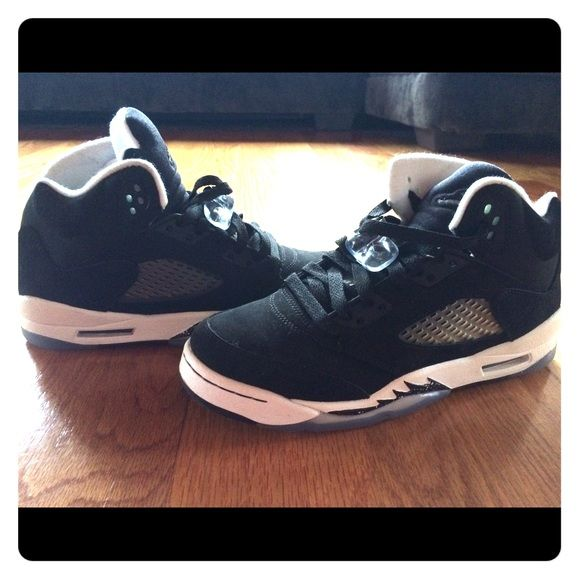 Retro Jordan Oreo 5's Size 6.5Y Brand new Retro Jordan's worn only twice. Youth 6.5 Jordan Shoes