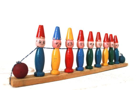 Lovely set of 9 old French Clown Skittles with wooden balls - Bowling pins - Small soldiers - 1930