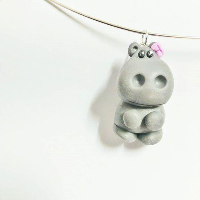 Heute habe ich ein süßes Nilpferd als Anhänger hergestellt. Wie findet ihr es?   Today I crafted a cute Hippo Pendant. How do you like it?   #hippo #nilpferd #craft #handmade #arts #polymerclay #fimo #polymerclayjewelry #jewelry #schmuck #animals #cute #adorable #charms #diy #grey #pictureoftheday #instagramde #pendant