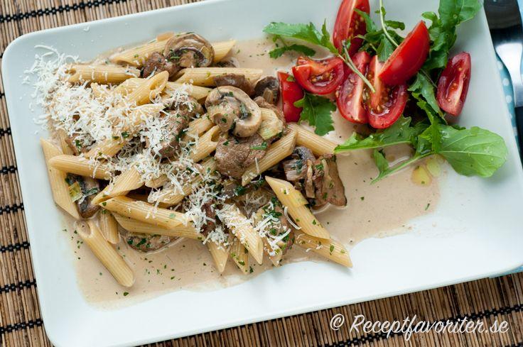 Penne pasta med fläskfile, svamp och grädde