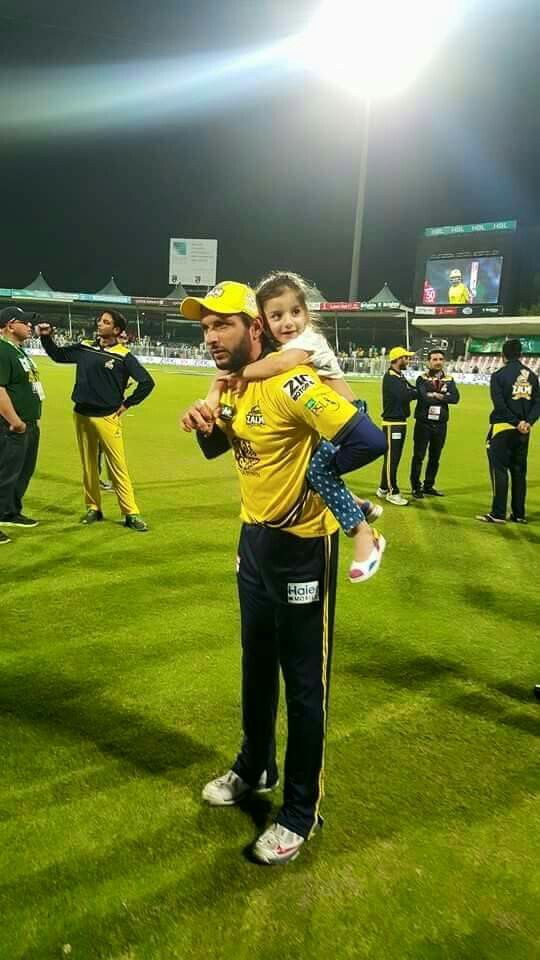 Shahid Afridi with his lovely daughter