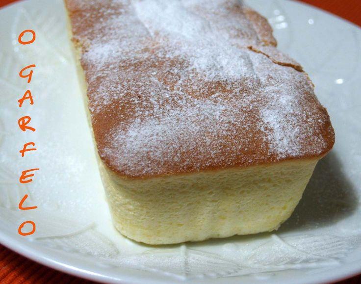 Esta receta la encontré buscando en internet una tarta de queso un poco distinta a las habituales, para la fiesta en casa de Pedro y Me...