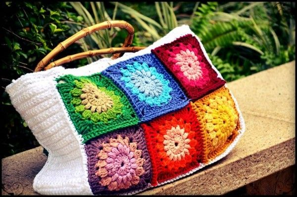Crochet sunburst granny bag, pattern free from Diaper Mum