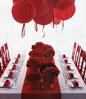Red wedding inspiration. Classy and elegant for Valentines Day or anytime! - For more ideas and inspiration like this, check out our website at www.theweddingbelle.net