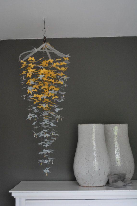 Vlinder mobiel van papieren vlinders in Geel en Grijs door SierGoed