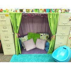 A gorgeous reading nook from a first grade teacher in Kansas…