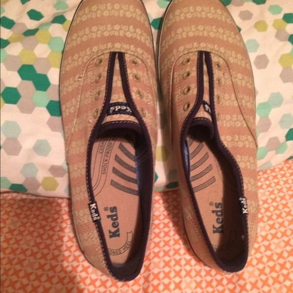 Nwob keds sneakers 9 Nwob keds sneakers 9.. Like new condition has not been worn keds Shoes Sneakers