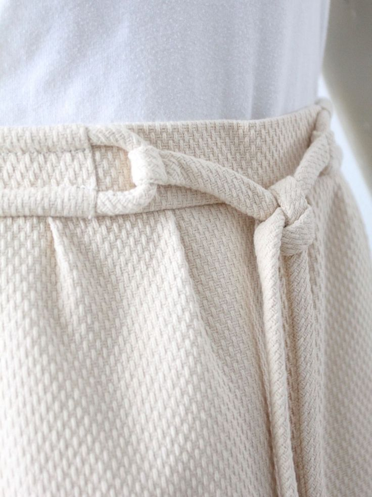 A pre-owned Chloe skirt. The cream cotton skirt features a textured waffle pattern. A rope tie details the waist. Zips closed in back. Pocket on waist. Full lining. Size T 38 57% acetate, 43% cotton, 100% cotton.   eBay!