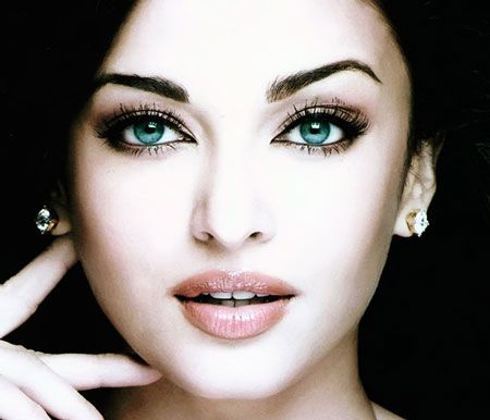Aishwarya Rai, former Ms. World has one of the most unique pair of eyes. Aquamarine, you would say, but as she herself rightly puts it...the eye color is like water, sea rather that gets different highlights and different hues at different times of the day...accentuated by what one wears and what emotions they wear.