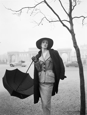 Norman Parkinson                                                Hyde Park Corner, Wenda Parkinson in a Hardy Amies suit near Rotten Row    Vogue, 1951